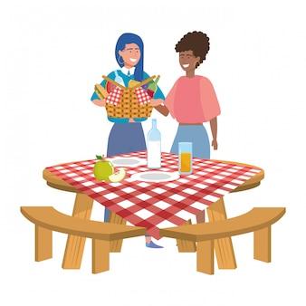 Amigos mulheres, tendo piquenique