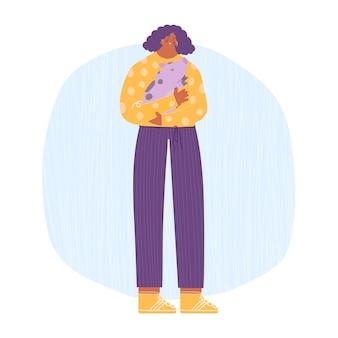 Amor aos animais. uma mulher segurando um leitão nas mãos