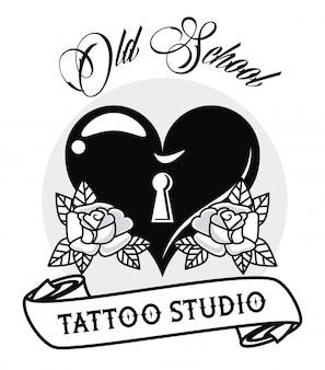 Amor de coração com gráfico de tatuagem de buraco de fechadura