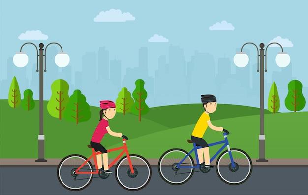 Andar de bicicleta, homem com mulher em bicicletas passeio no parque da cidade.