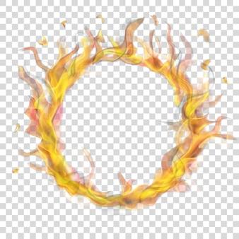 Anel translúcido de chama de fogo com fumaça em fundo transparente.