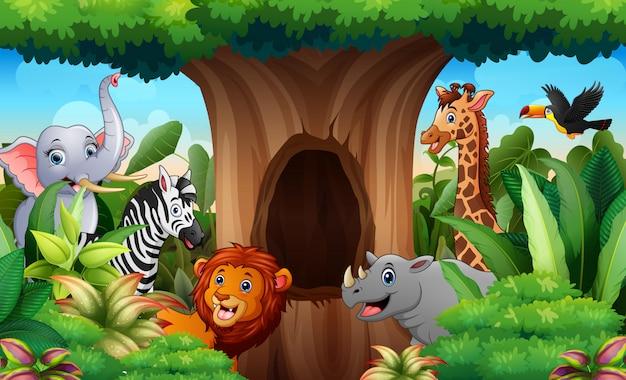 Animais do zoológico sob a paisagem da árvore oca