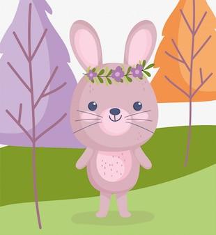 Animais fofos, coelhinho com flores na cabeça na floresta
