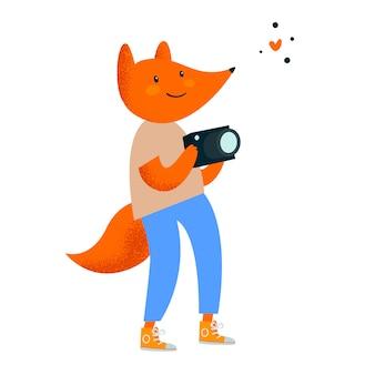Animal de viagem. fotógrafo bonito fox com câmera fotográfica