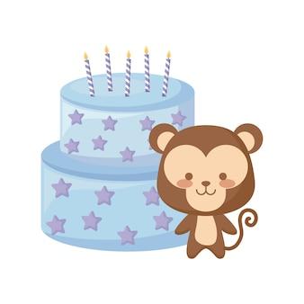 Animal macaco bonito com bolo de aniversário