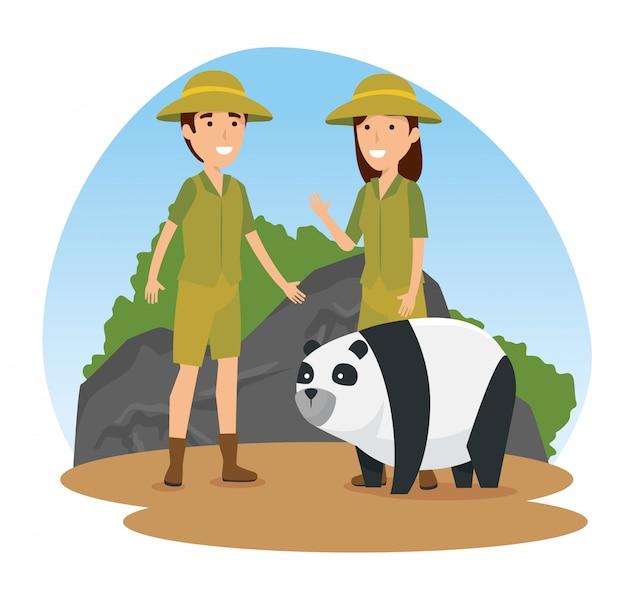 Animal selvagem panda com pessoas de safari