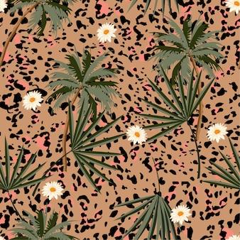 Animal sem costura imprime padrão com plantas tropicais e estampas de leopardo.