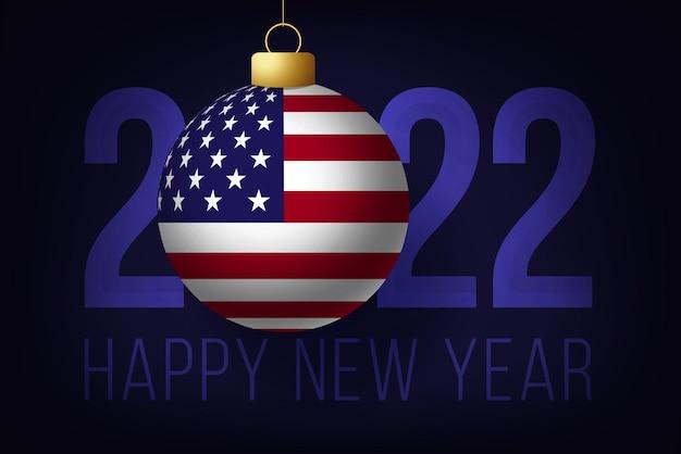 Ano novo 2022 com bola de bandeira dos eua. ilustração vetorial com letras de feliz ano novo de 2022 em fundo azul