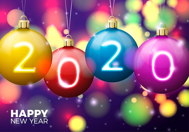 Ano novo com bolas brilhantes e números 2020 em fundo com luzes desfocadas de natal