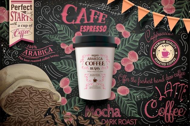 Anúncios de café para viagem, pacote de copo de papel em ilustração em esplêndido quadro-negro com grãos de café e plantas em estilo de gravura