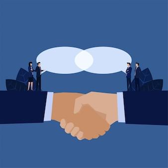 Aperto de mão do negócio para a metáfora unida do bate-papo da ideia do acordo de uma visão.