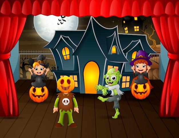 Apresentações de festa de halloween no palco