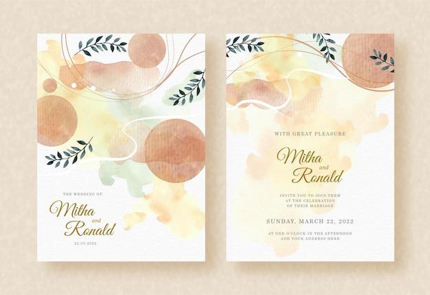 Aquarela de folhas tropicais com formas no fundo de convite de casamento respingo