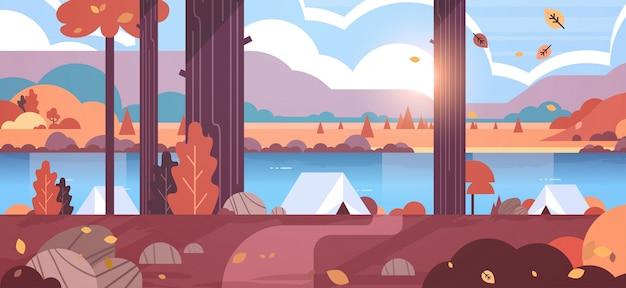 Área de camping tendas na floresta conceito de acampamento outono dia ensolarado nascer do sol paisagem natureza com água montanhas e colinas
