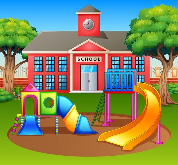 Área de playground infantil em frente ao pátio da escola
