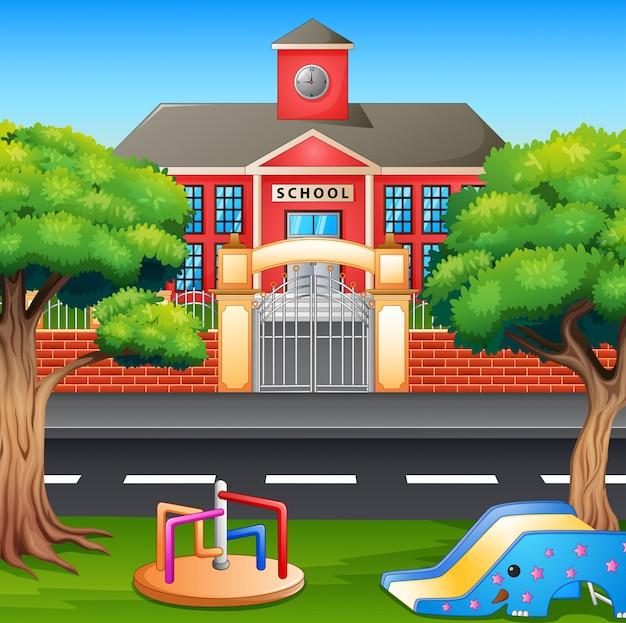 Área de playground infantil em frente ao prédio da escola
