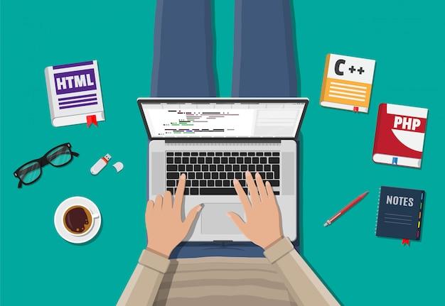 Área de trabalho de programador freelancer ou codificador.
