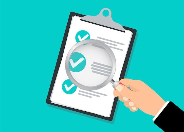 Área de transferência da lista de verificação e mão segurando a lupa. ilustração do conceito de pesquisa com lista de verificação na área de transferência e lupa. conceito de contabilidade financeira.