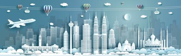 Arquitetura de viagens marcos da malásia na famosa cidade de kuala lumpur da ásia com balões de ar quente. faça um tour pela malásia com uma famosa capital panorâmica em um origami de papel,