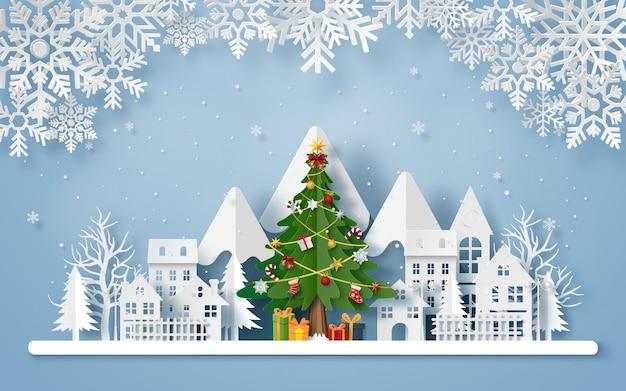 Arte de papel origami da árvore de natal na vila com a montanha