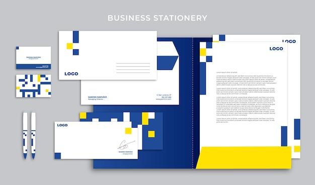 Artigos de papelaria comerciais com cores azuis e amarelas em estilo geométrico