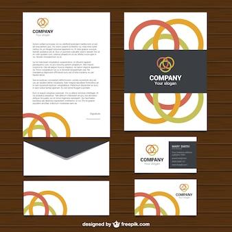 Artigos de papelaria do negócio com circunferências coloridas