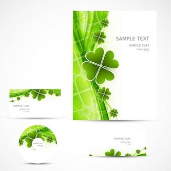 Artigos de papelaria do negócio com trevos verdes