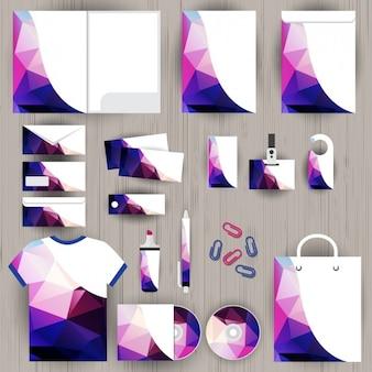 Artigos de papelaria do negócio feito de polígonos