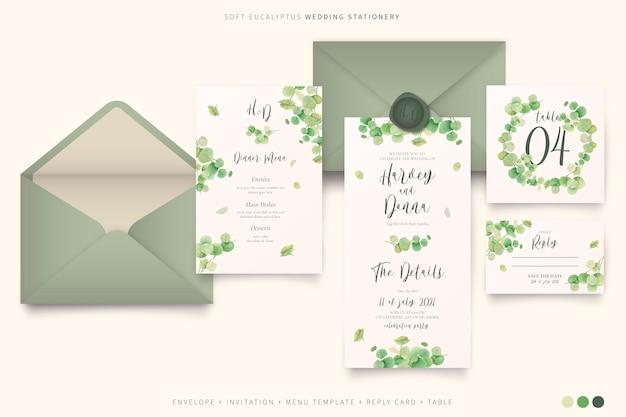 Artigos de papelaria elegantes do casamento com folhas de eucalipto