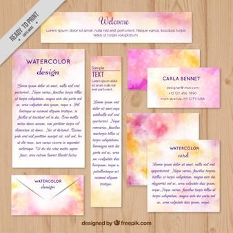 Artigos de papelaria rosa aquarela