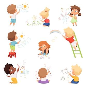Artistas infantis. crianças brincando e desenhando pintura com giz de cera colorido em personagens fofinhos engraçados de papel. desenho de ilustração, crianças brincando