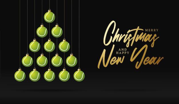 Árvore de bugiganga de cartão de natal e ano novo de tênis. árvore de natal criativa feita por bola de tênis em fundo preto para a celebração do natal e ano novo. cartão esportivo