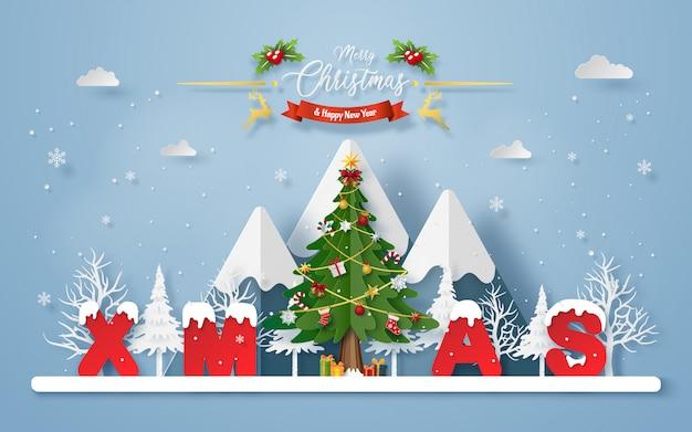 Árvore de natal com a palavra xmas na montanha