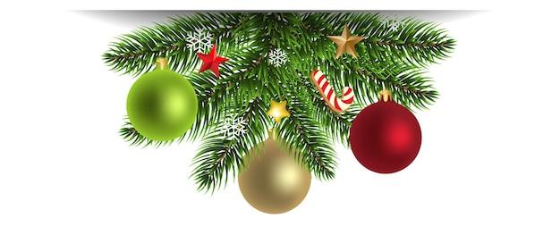 Árvore de natal com brinquedos de natal e fundo branco