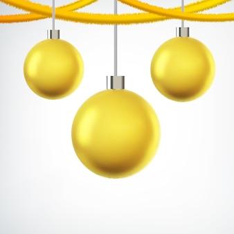 Árvore pendurada bolas de natal amarelas e fitas em branco