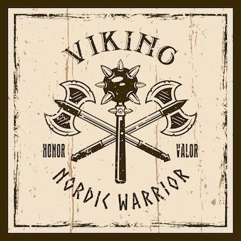 As armas dos vikings exibem o emblema, etiqueta, crachá ou camiseta marrom estampado com duas armas morgenstern e machado no fundo com texturas.