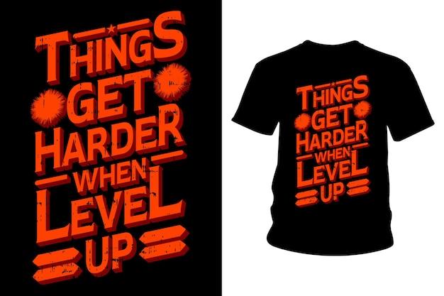 As coisas ficam mais difíceis quando sobe de nível slogan design tipografia de camisetas