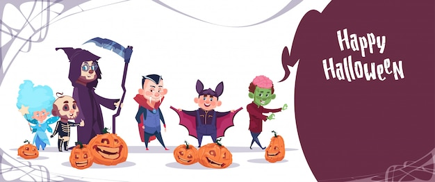 As crianças bonitos vestem o traje dos monstro, conceito feliz da celebração do partido da bandeira de dia das bruxas