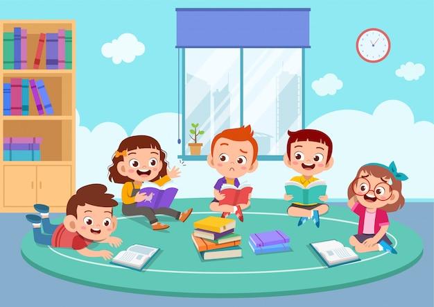 As crianças discutem trabalhos de casa