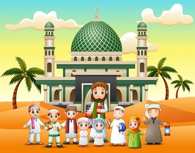 As crianças e seu professor na frente de uma mesquita