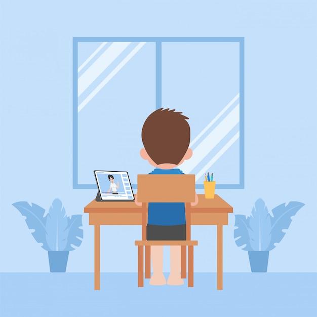As crianças estudam a educação em casa auto-aprendizagem, conceito da televisão do ensino à distância.
