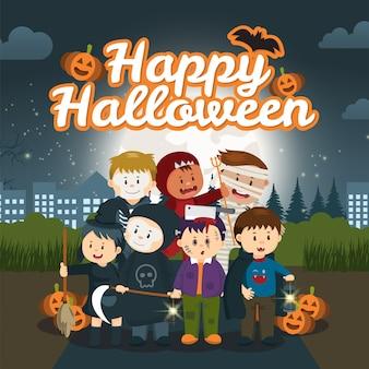 As crianças no parque sob o céu noturno de halloween.