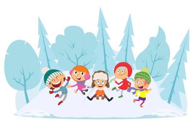 As crianças pulam e se divertem com roupas de inverno.