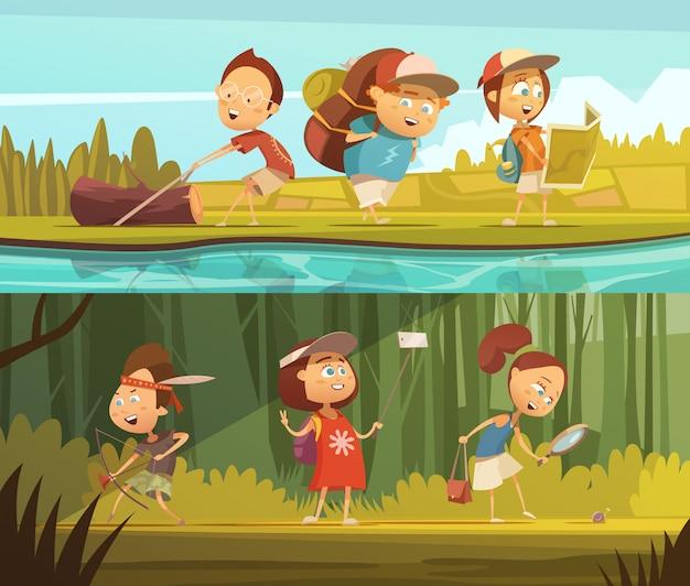 As crianças que acampam bandeiras horizontais dos desenhos animados ajustaram-se com mapa e ilustração isolada selfie do vetor