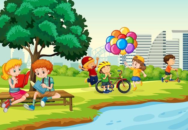 As crianças se divertem com sua atividade no cenário do parque