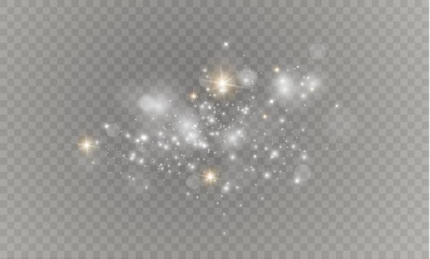 As faíscas de poeira e estrelas douradas brilham com uma luz especial. brilha em um fundo transparente. efeito de luz de natal. partículas de poeira mágica cintilantes.