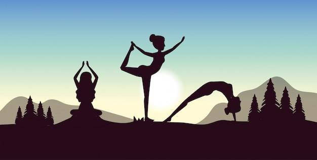 As mulheres praticam ioga com pinheiros, árvores e montanhas
