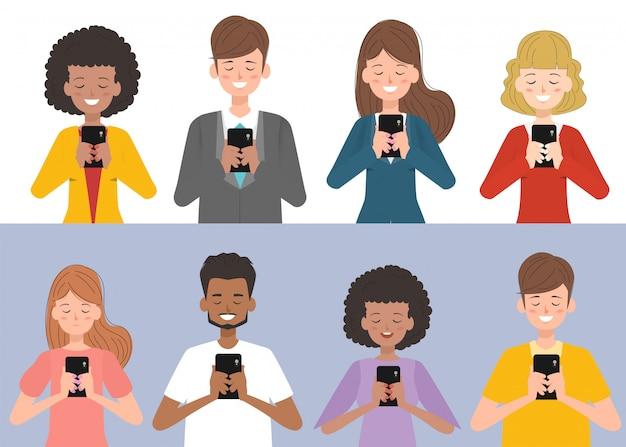 As pessoas estão usando smartphones com mídias sociais.