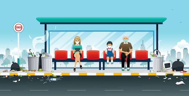 As pessoas usam máscaras para evitar odores da pilha de lixo do ponto de ônibus