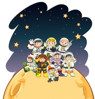 Astronaunts em pé no planeta